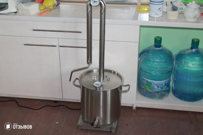 Самогонный аппарат Вейн в сборе на кухне